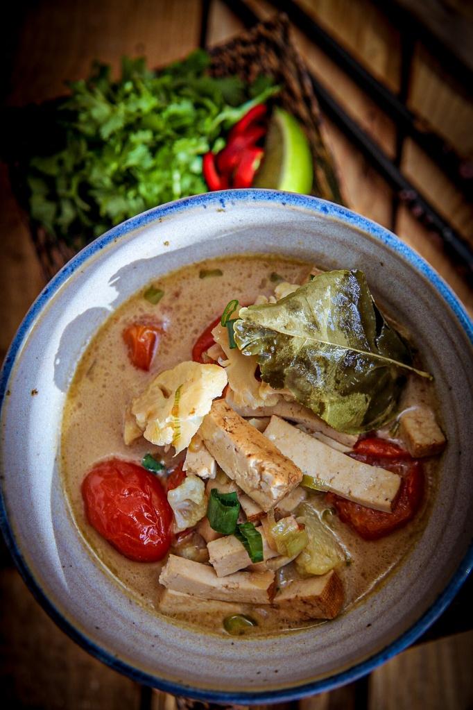 Vegaaninen thai-ketokeitto